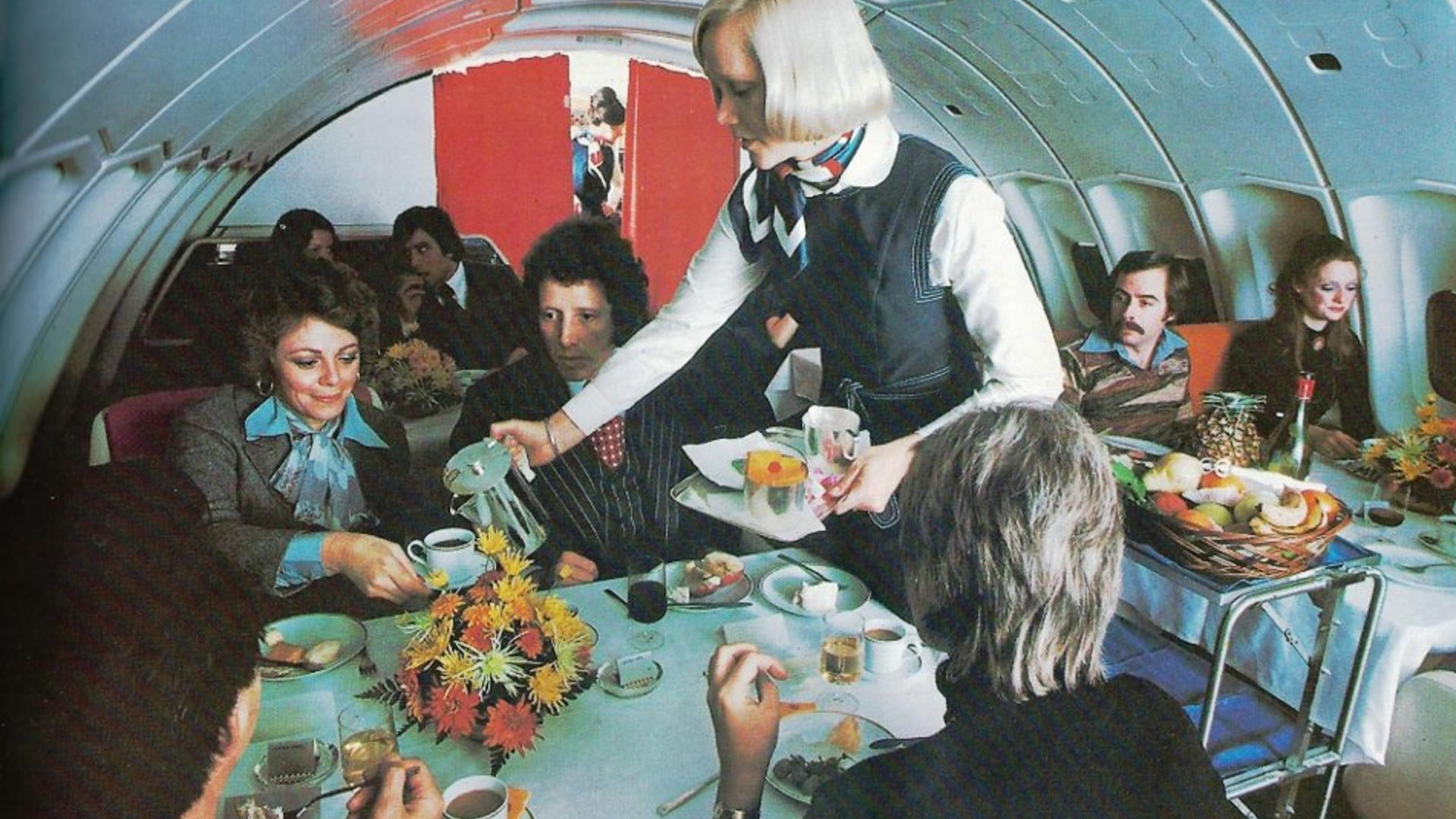 Exclusive to Pan Am, a restaurant type setting was available in the upstairs lounge of many of the 747 and 747SP aircraft.
