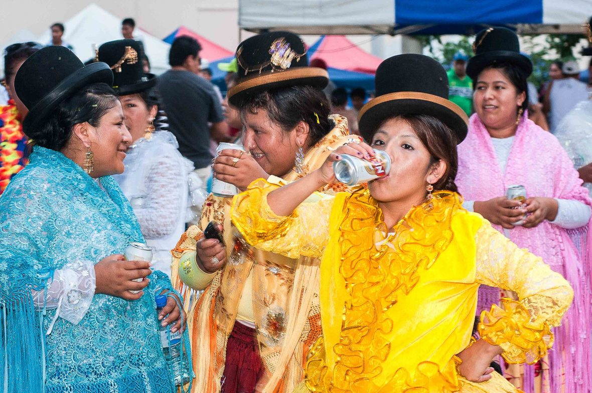 Bolivian women drink beer