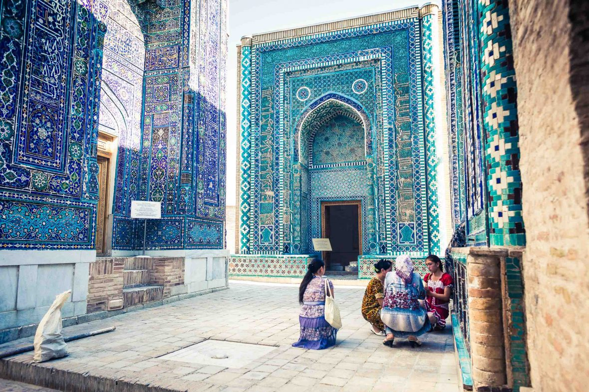 Tajik women chatting in the Shah-i-Zinda necropolis of Samarkand, Uzbekistan