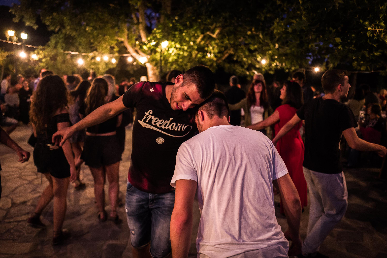'Χορεύοντας μέχρι το πρωί σε ένα πανηγύρι.' Φωτογραφία: Nicola Zolin