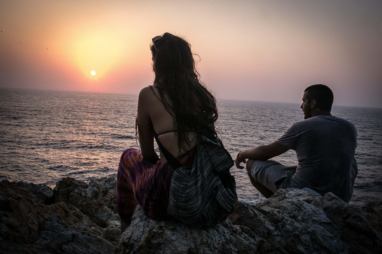 'Όπως στο παρελθόν έτσι και σήμερα οι χίπις που ταξιδεύουν στην Ικαρία παίρνουν δύναμη από τα ηλιοβασιλέματα και την άγρια, φυσική ομορφιά της Ικαρίας.' Φωτογραφία: Nicola Zolin