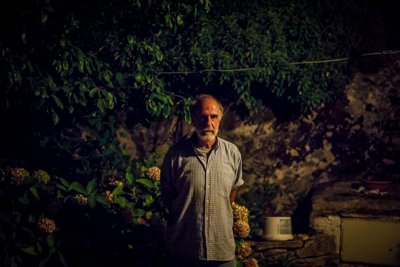 Ο Άγγελος μοιράζεται μαζί μας ιστορίες από το παρελθόν της Ικαρίας - Φωτογραφία Nicola Zolin