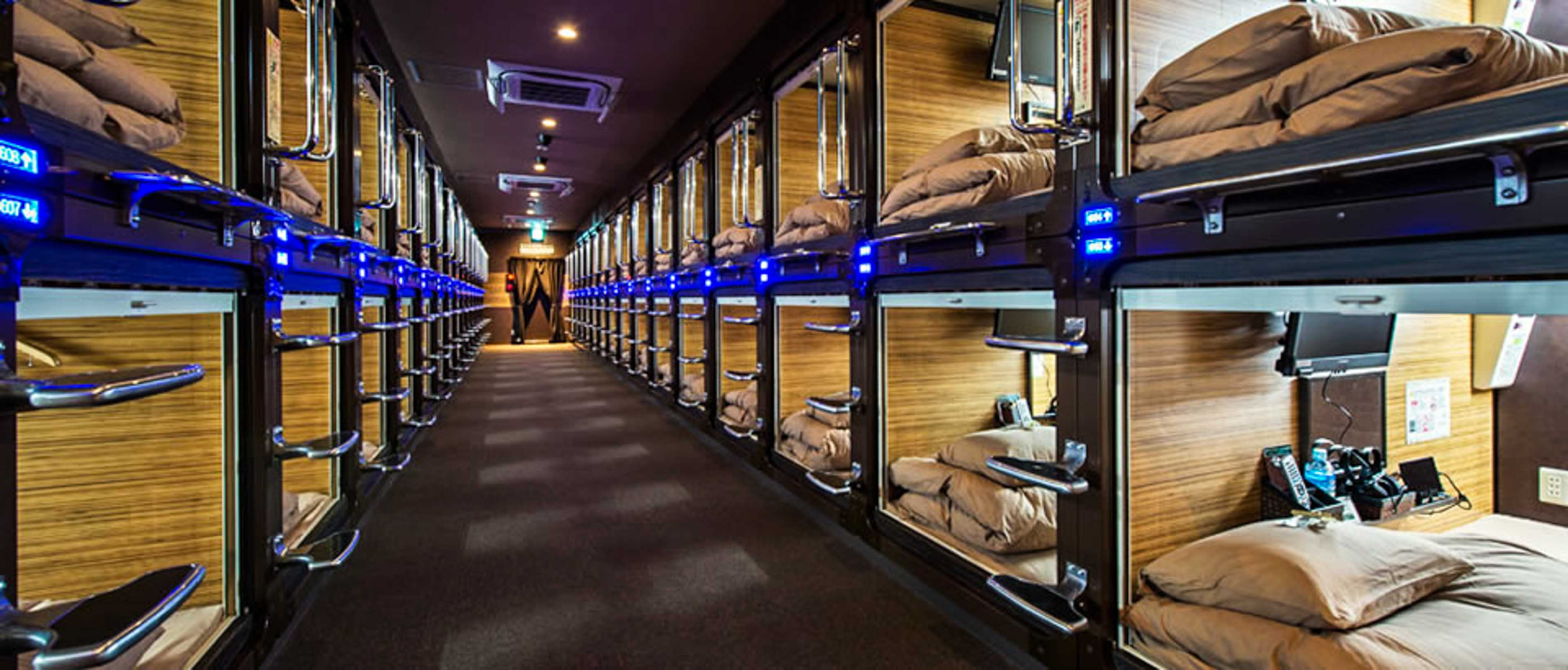 What 39 s it like inside tokyo s capsule hotels for Design hotel japan