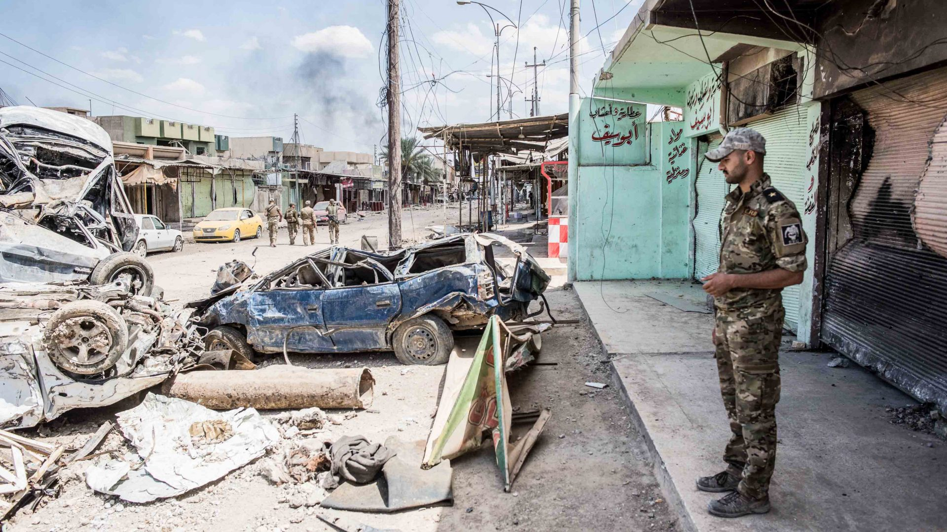 An Iraqi Emergency Response Division fighter surveys a street in west Mosul, Iraq in May 2017..