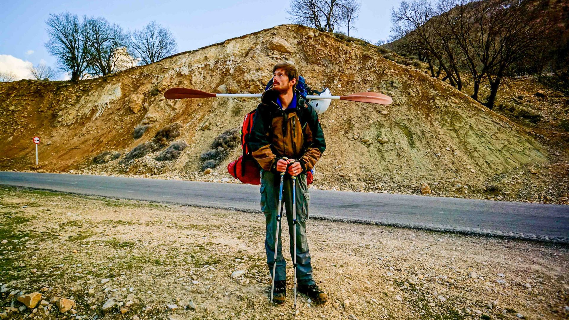 Leon McCarron hikes with one paddle in Iran, having lost an expensive collapsible carbon-fibre one.