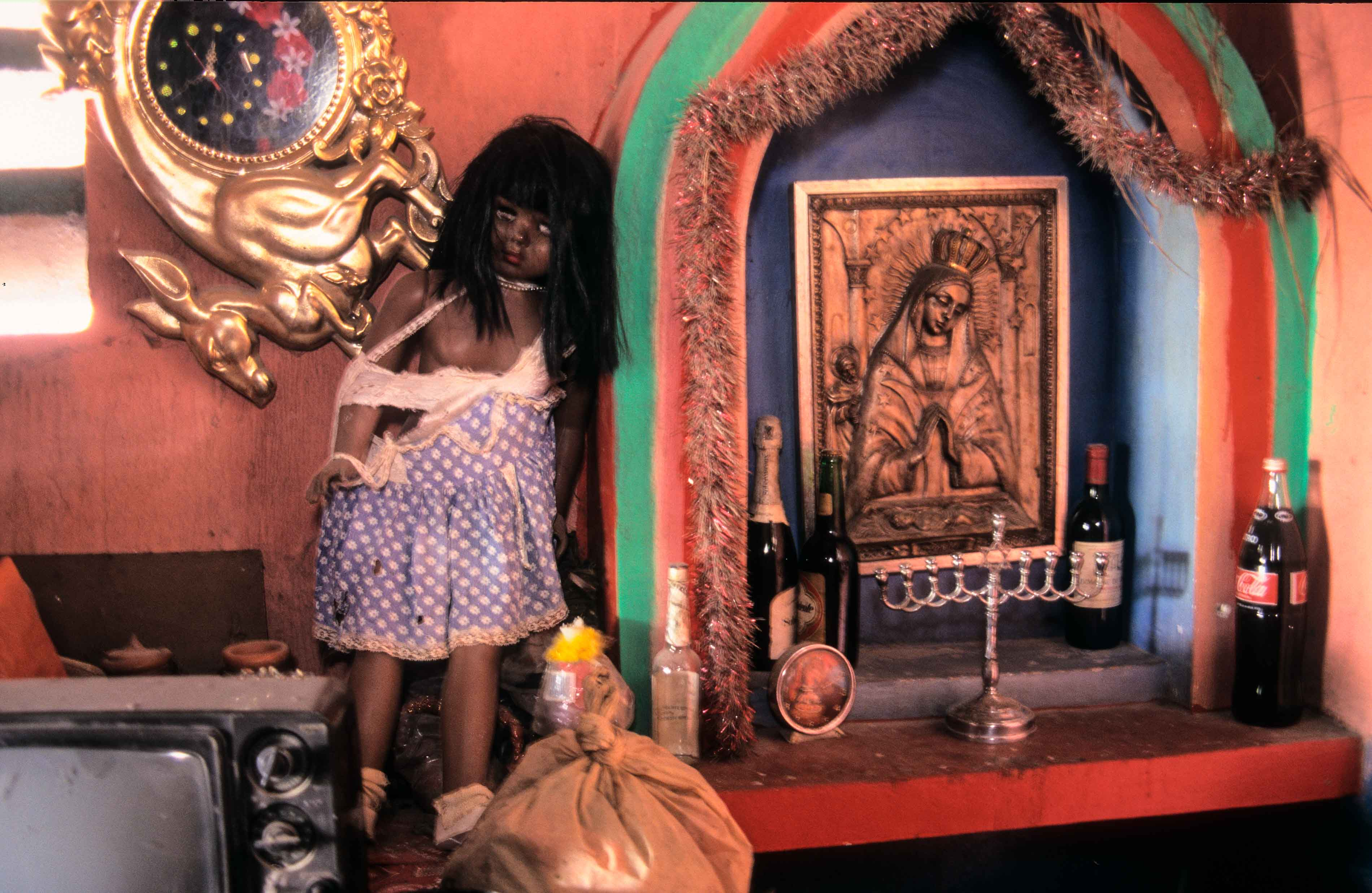 a history of the haitian vodou Fon is spoken by over half the people of benin and it is the mother tongue of voodoo in fon the root word for voodoo is vodoun that means spirit or god voodoo.