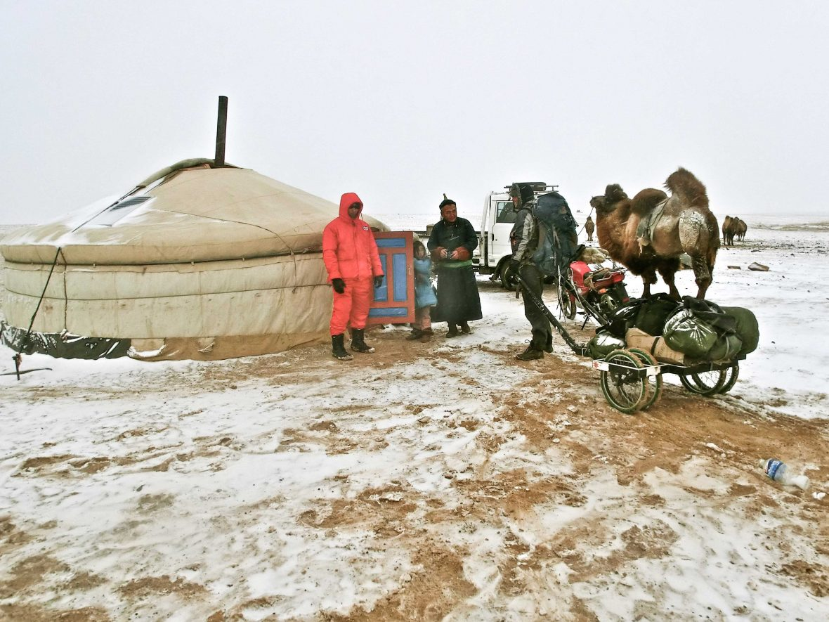 Meeting a nomadic family in the Gobi desert by chance.
