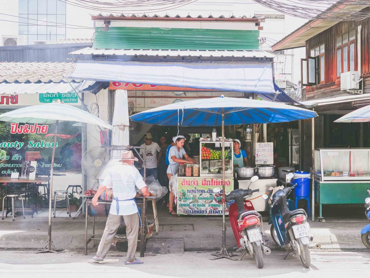 Chiang Mai street food: Malli Chaiya's papaya salad stall 'Toy Roszab' on Chiang Mai's Kampangdin Road.