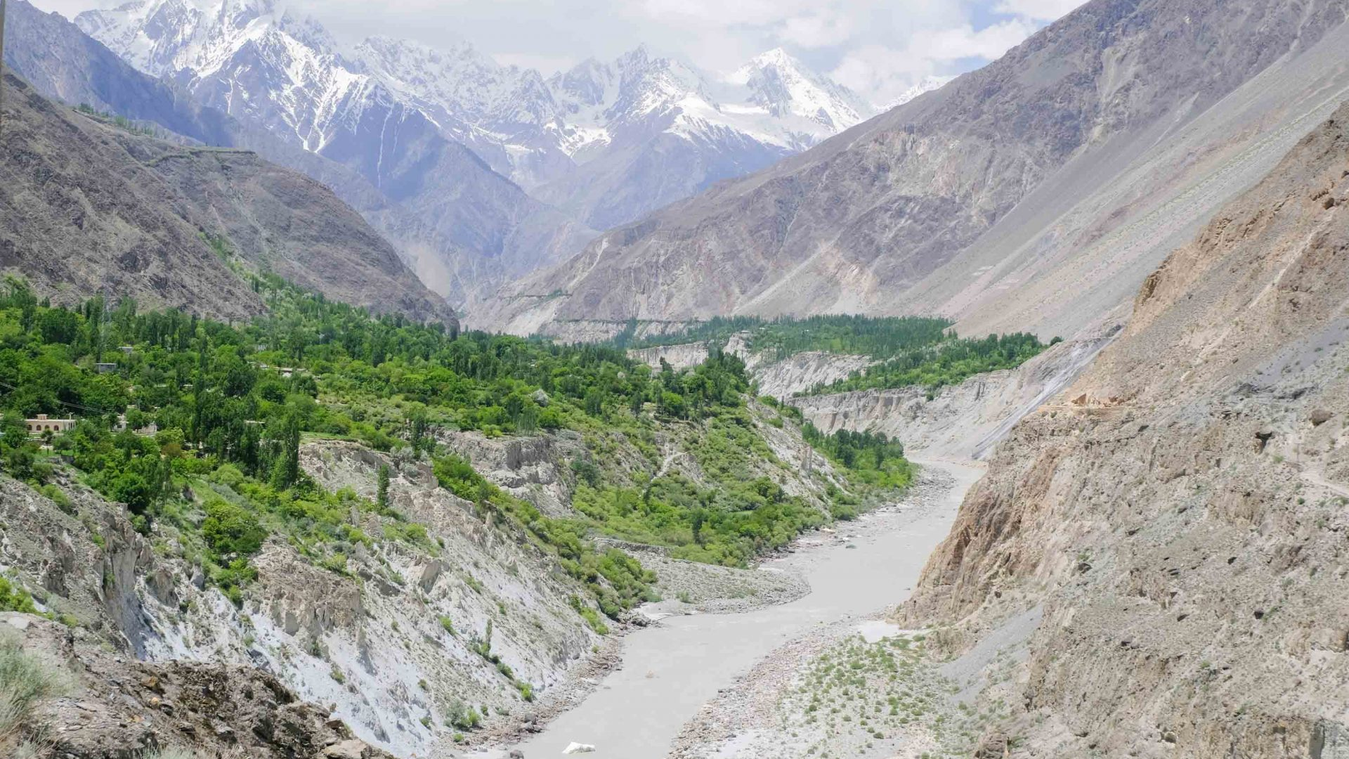 The stspectacular Karokoram mountains in Pakistan.