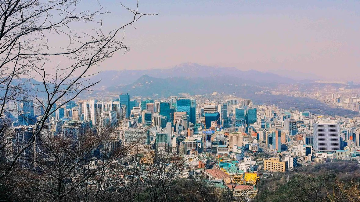 Looking out over Seoul: With its duel address systems, app like what3words would be indispensable here.