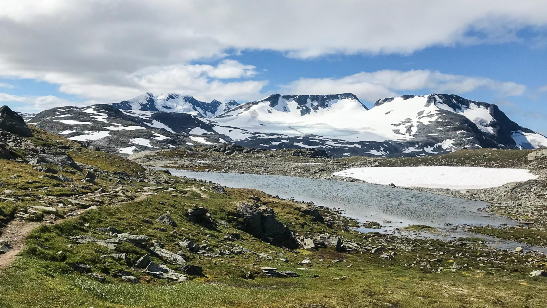 What do melting glaciers have to do with Norway's Viking relics?