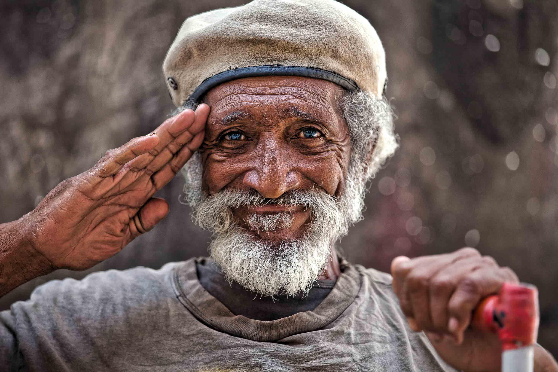 ковровыми картинки радостные лица бедных людей мадина