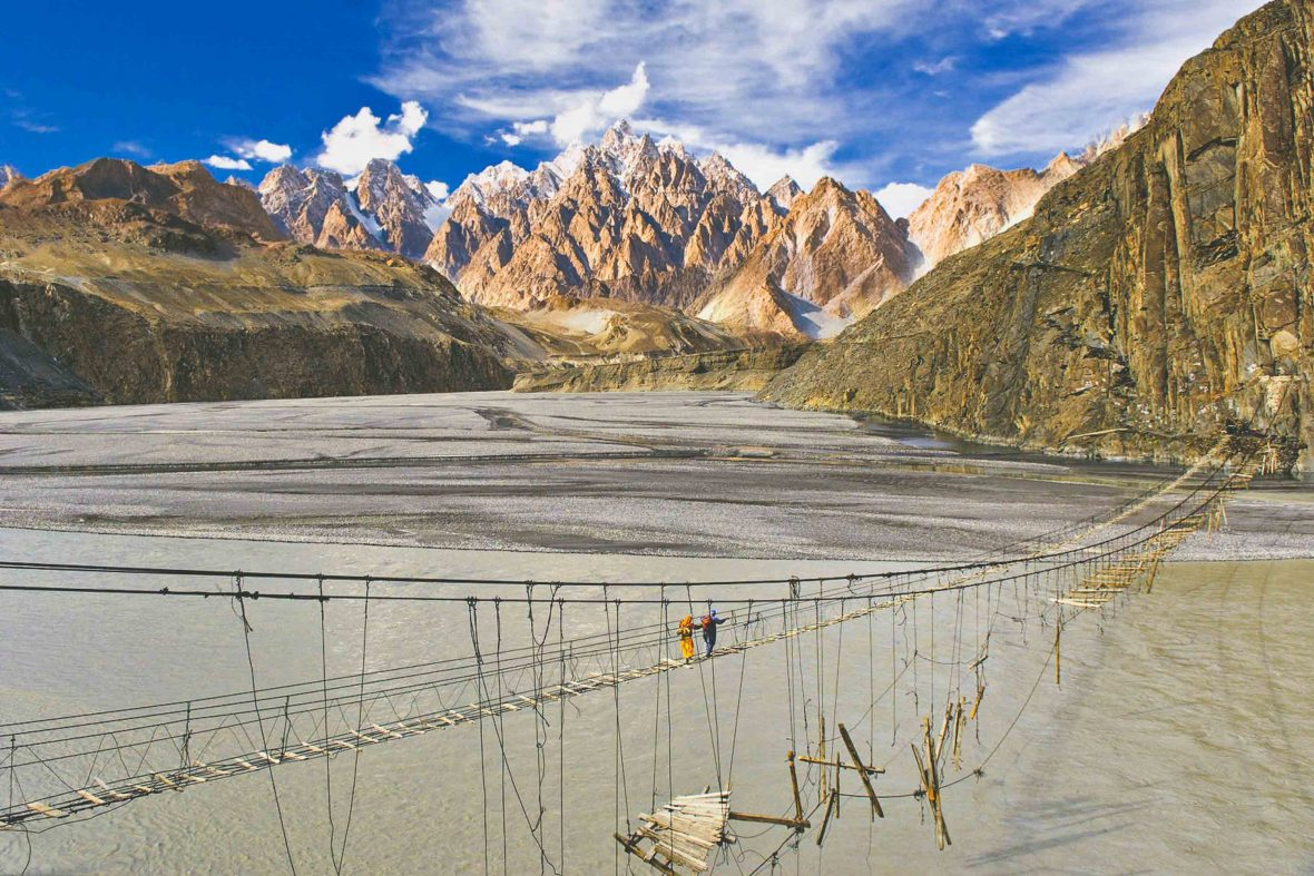 Take in dramatic landscapes as part of this Pakistan food tour.